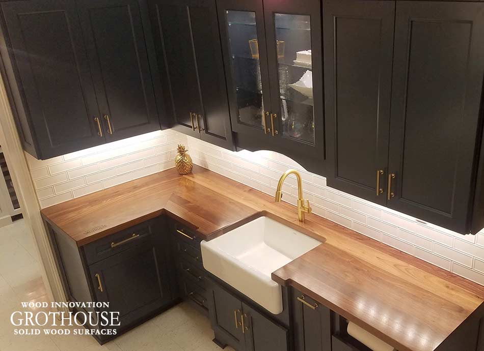L-Shaped Walnut Wood Kitchen Counter in Granite Springs, New York