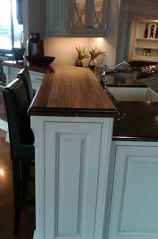 Walnut Wood Countertop with Sapwood in ON, Canada